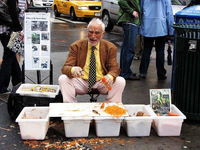 joe ades menjual pengupas kentang di new york city selama 60 tahun