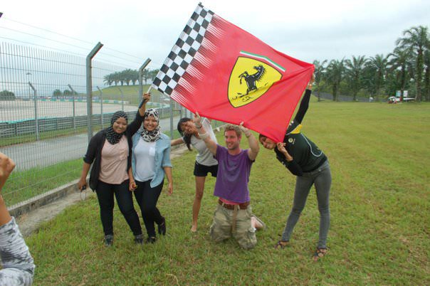 johnny bersama gadis dari malaysia