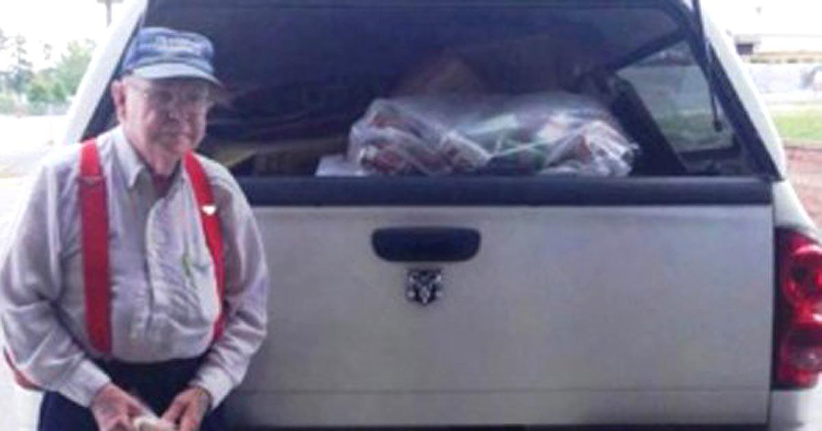 johnny jennings memenuhkan trak dengan barang terpakai