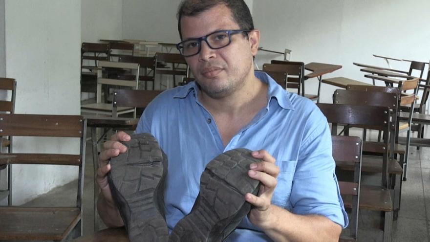 jose ibarra profesor venezuela tidak mampu bayar upah membaiki kasut 3