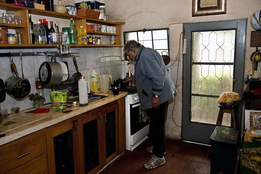 jose mujica presiden negara yang paling miskin di dunia 01