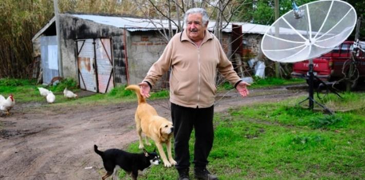 jose mujica presiden negara yang paling miskin di dunia 5