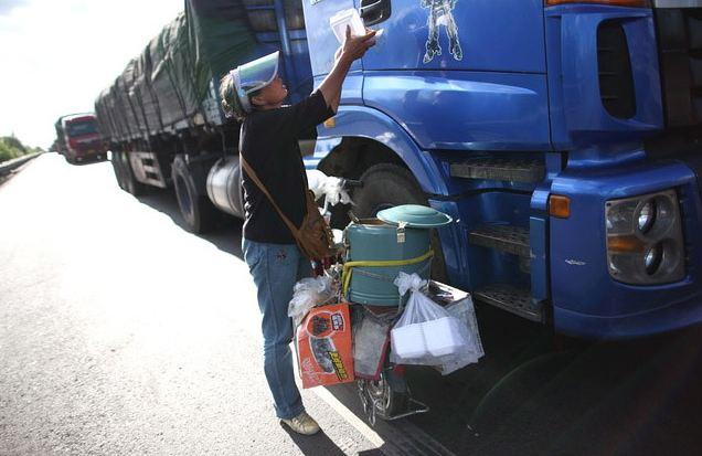jualan makanan ketika kesesakan trafik