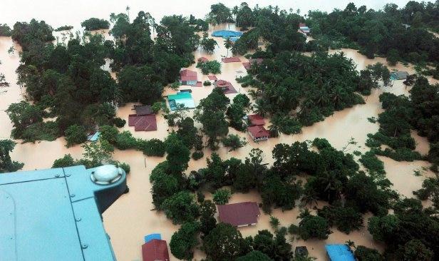 jumlah mangsa banjir bertambah hampir 12000