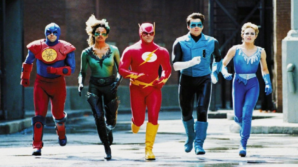justice league watak berlari gagah