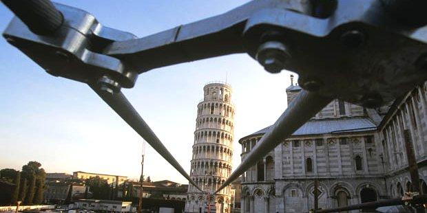 kabel besi memegang struktur menara pisa 287