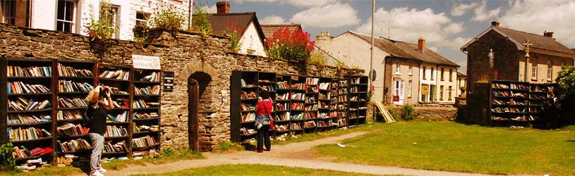 kampung buku pertama dunia hay on wye wales united kingdom 322