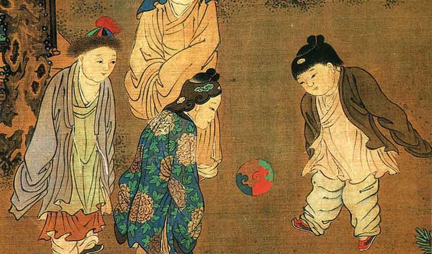 kanak kanak china main cuju bola sepak