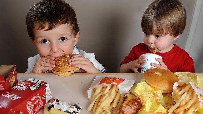 kanak kanak dan makanan ringan