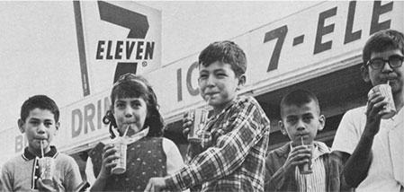 kanak kanak di hadapan kedai 7 eleven 573