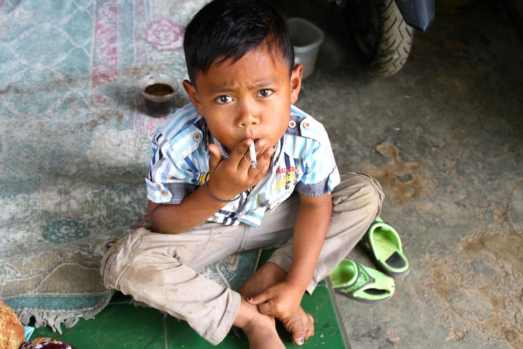 kanak kanak merokok