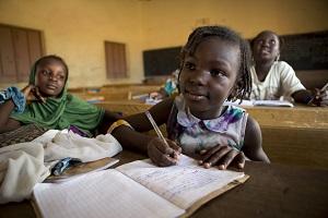 kanak kanak perempuan mali di sekolah