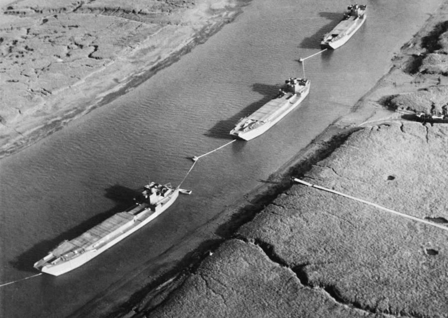 kapal palsu tentera hantu