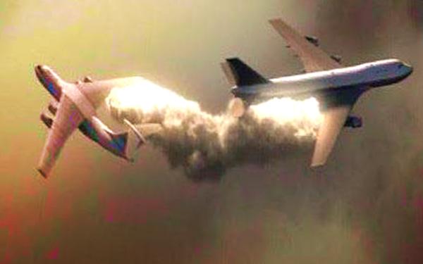kapal terbang berlanggar sesama sendiri