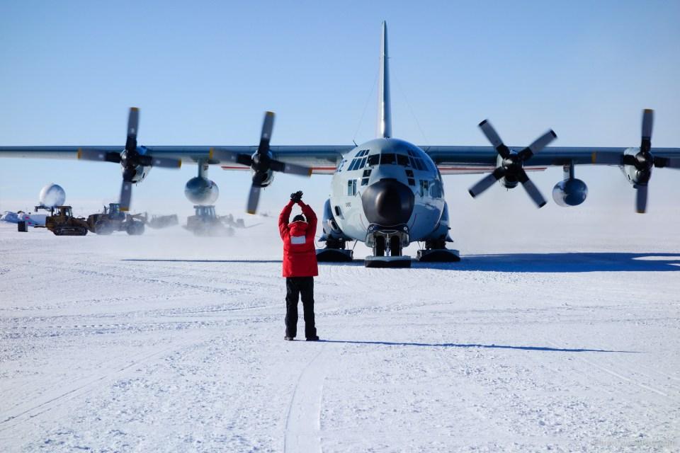 kapal terbang mendarat kutub selatan