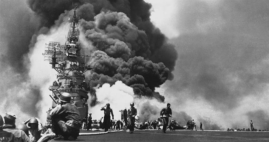 kapal uss bunker hill dibom pesawat kamikaze jepun
