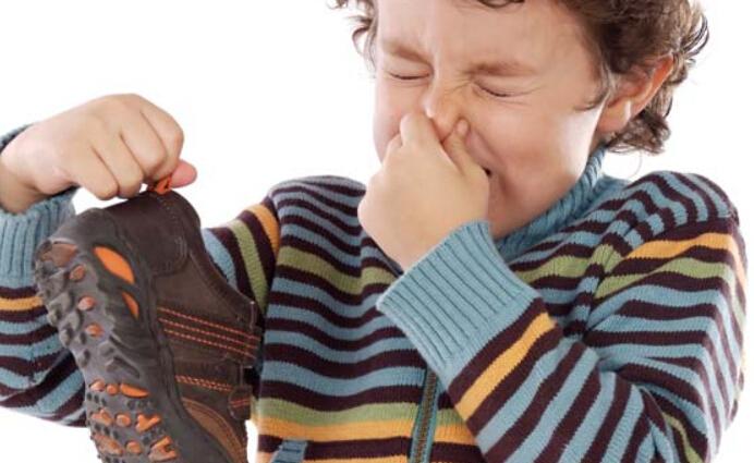 kasut berbau kasut kotor penuh bakteria membiak