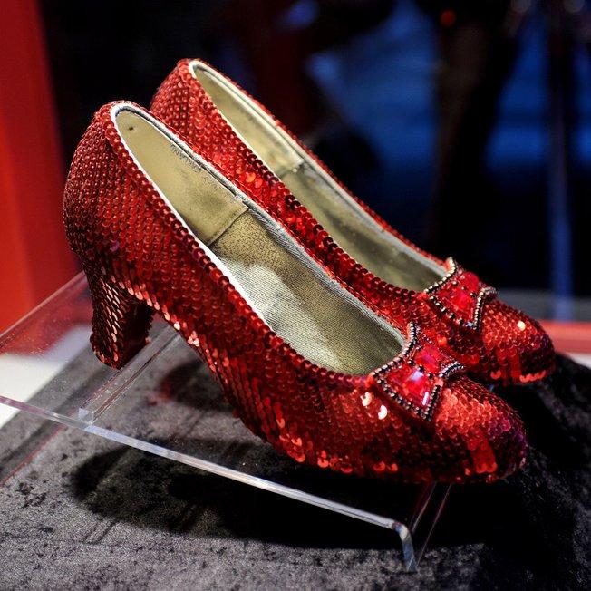 kasut dorothy gale barang paling mahal di dunia yang pernah dicuri