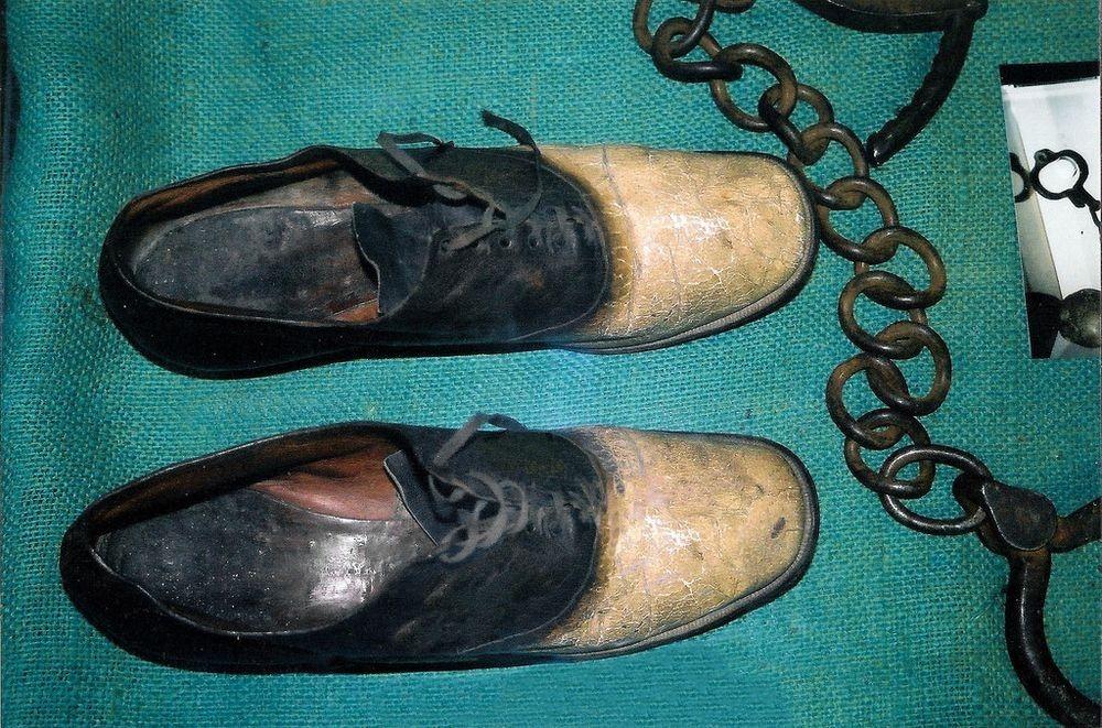 kasut yang diperbuat daripada kulit george parrott