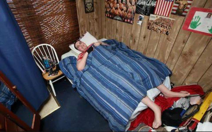 katil khas ditempah untuk broc brown