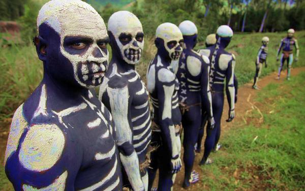 kaum chimbu cat tulang di badan 865