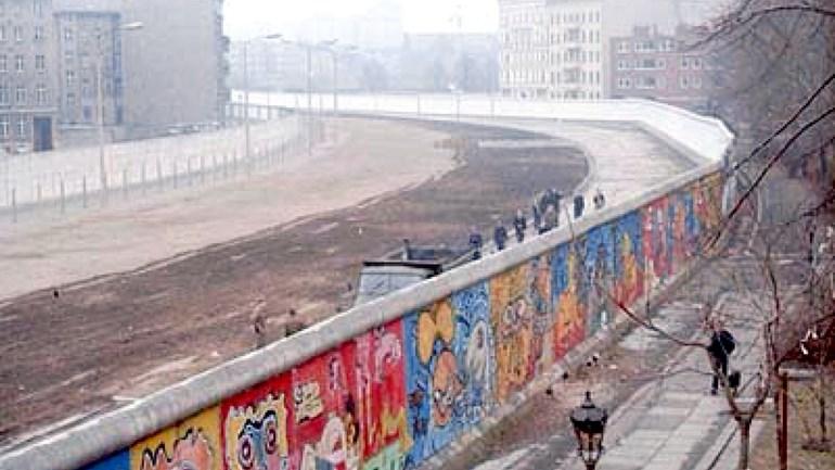 kawasan larangan tembok berlin