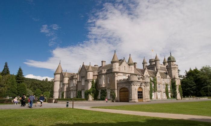 kediaman rasmi keluarga diraja britain british istana balmoral