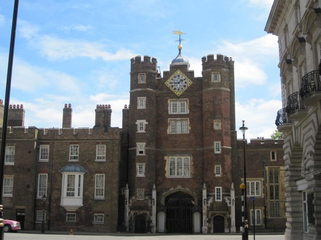 kediaman rasmi keluarga diraja britain british st james istana