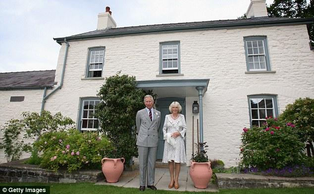 kediaman rasmi keluarga diraja britain british tamarisk dan llewynywermod