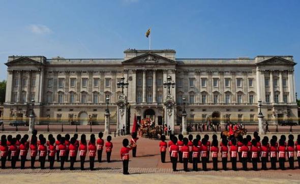 kediaman rasmi keluarga diraja britain british windsor istana buckingham
