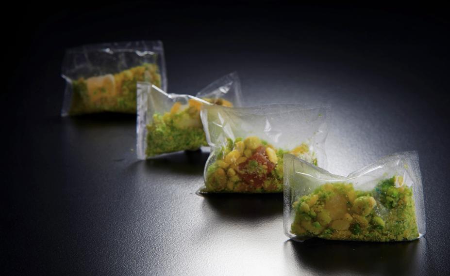 kekacang dalam plastik yang boleh dimakan