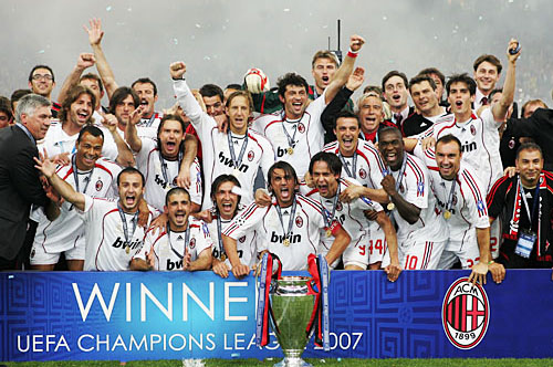 kelab bola sepak paling banyak memenangi trofi 3
