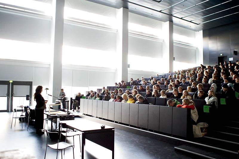 """Sistem Pendidikan Percuma Di Denmark Bermasalah Kerana Melahirkan Ramai """"Evighedsstuderende"""""""