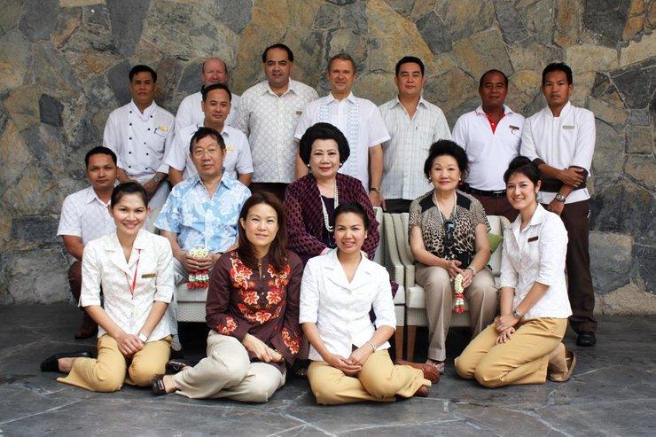 keluarga kaya chirathivat thailand