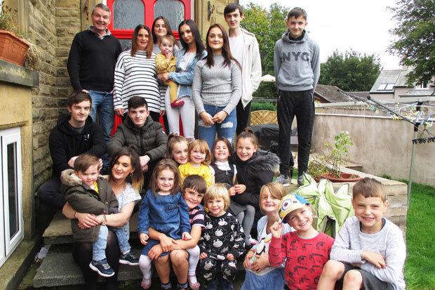 keluarga radford paling besar di united kingdom dengan 20 orang anak 4