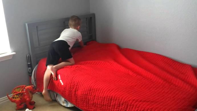 kemas katil sendiri