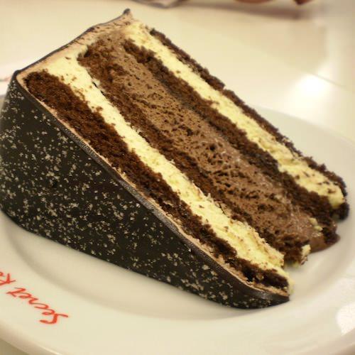 kenapa kek hari jadi tidak mengapa ditiup tetapi kek biasa tak boleh
