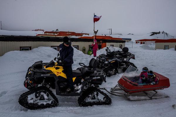 kenderaan pergi dan pulang dari sekolah villas las estrellas antartika kutub selatan
