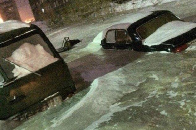kenderaan terperangkap dalam banjir ais
