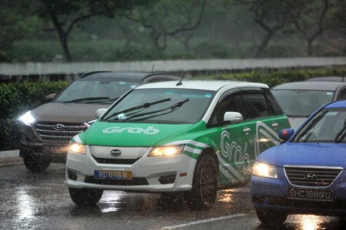 kereta grab warna hijau