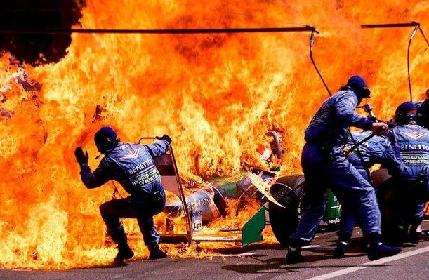 kereta jos verstappen terbakar ketika mengisi semula minyak f1