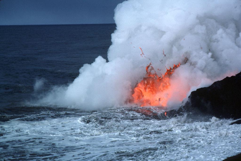 kerjaya ahli vulkanologi gunung berapi meletus di bawah permukaan air 2