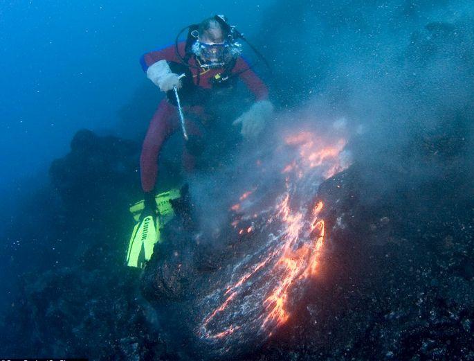 kerjaya ahli vulkanologi gunung berapi meletus di bawah permukaan air 48