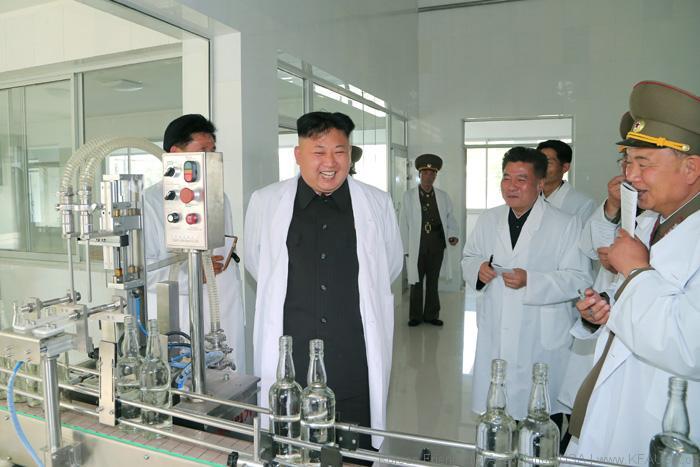 kim jong un melawat kilang di korea utara