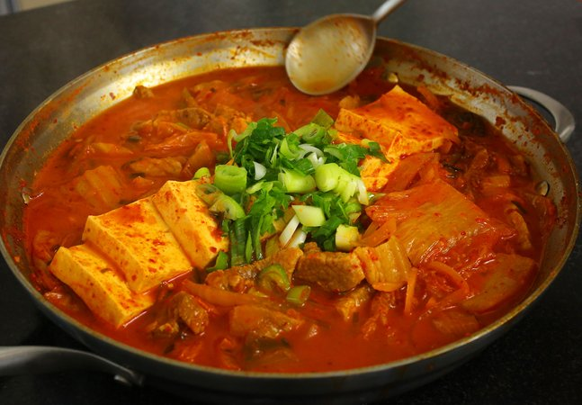 kimchi jjigae makanan paling pedas di seluruh dunia