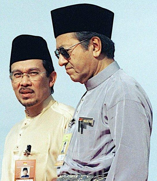 kisah anwar ibrahim bapa reformasi malaysia 01