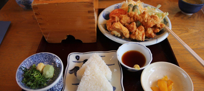 kobayashi mengasaskan restoran makan dengan percuma dibayar dengan keringat kerja hidangan sedap