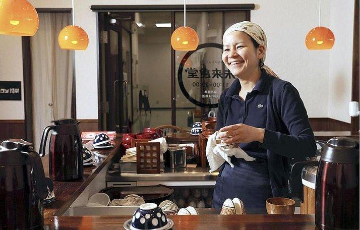 kobayashi mengasaskan restoran makan dengan percuma dibayar dengan keringat kerja