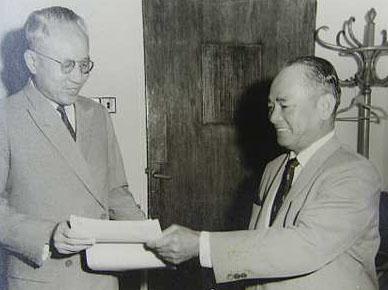kolonel tun sir henry lee hau shik individu berbangsa cina yang menjadi menteri kewangan 2