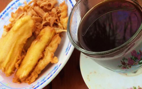 kopi hitam dan goreng pisang